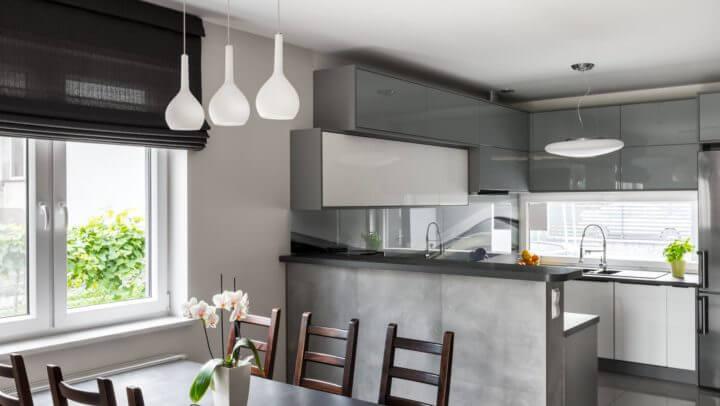 Maison moderne avec cuisine ouverte