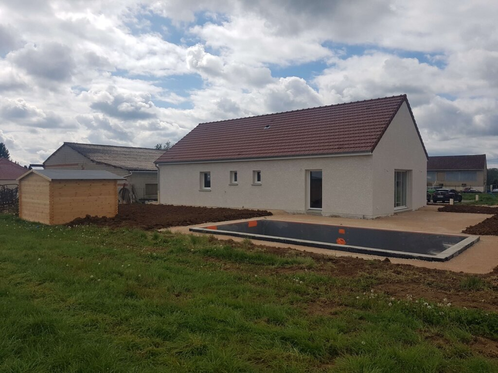 Maison traditionnelle neuve construite à Dijon