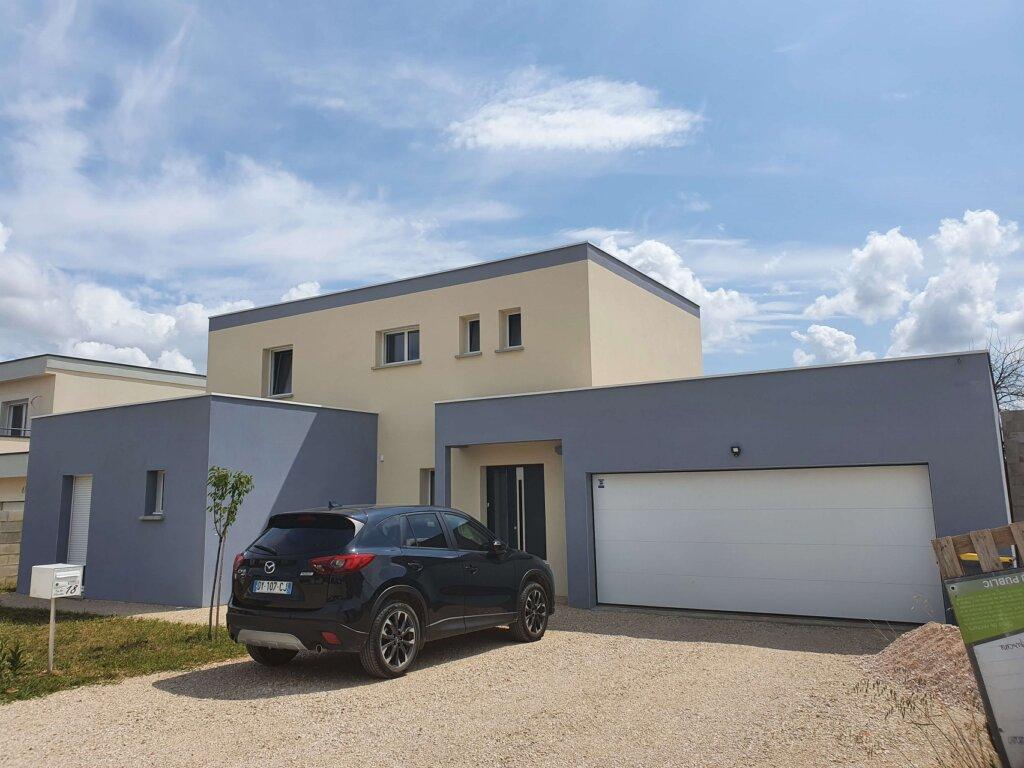 """Maison moderne avec toits terrasses """"Ahuy"""""""